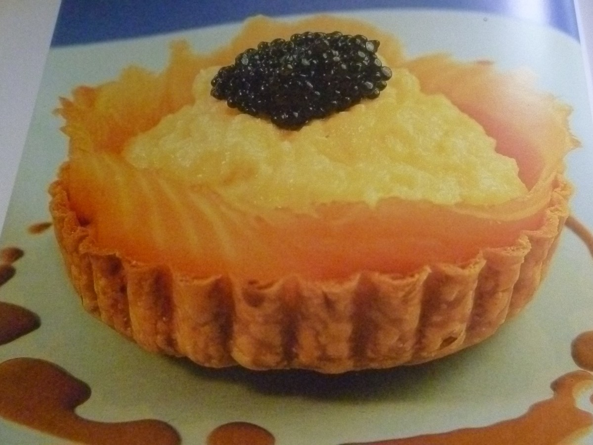 Tartlets of scrambled eggs with smoked salmon