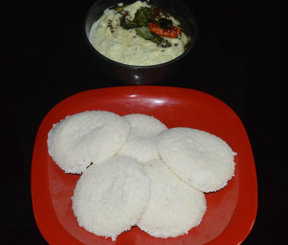 Idlis served with raw mango chutney