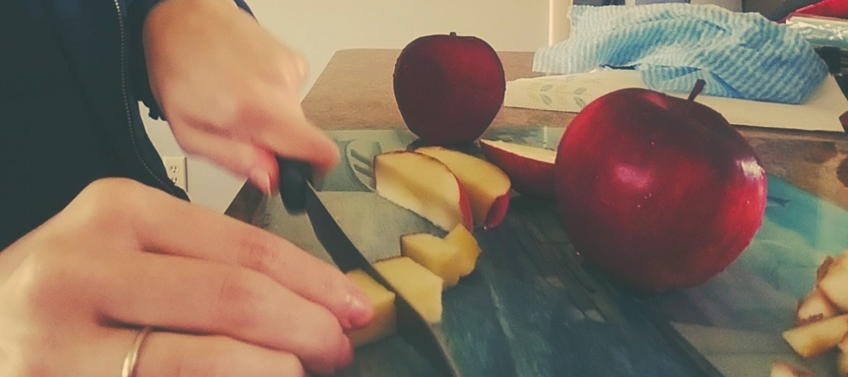 Chop apples into bite sized pieces.