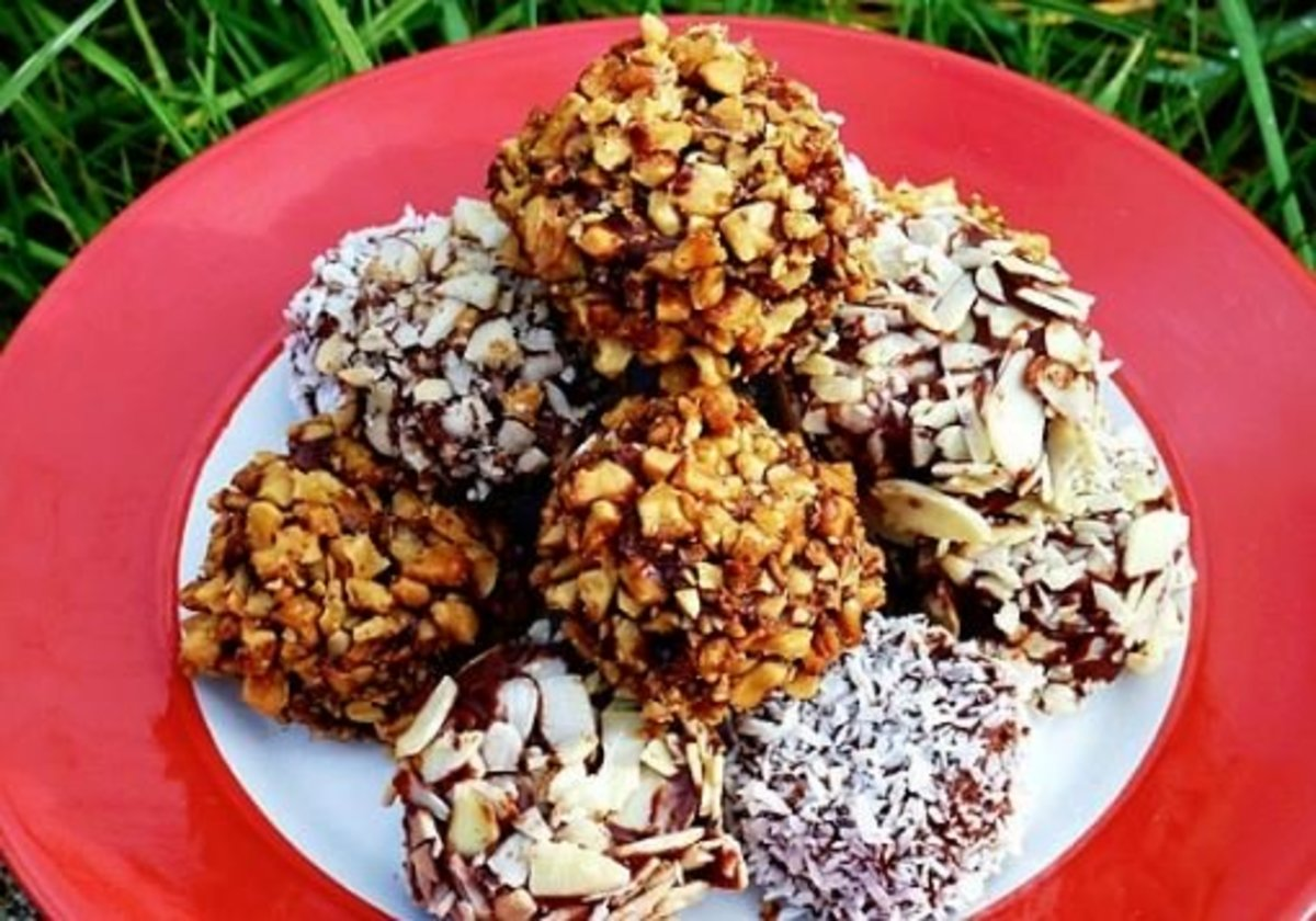 A tempting pile of crunchy banana chocolate bites is delightful.