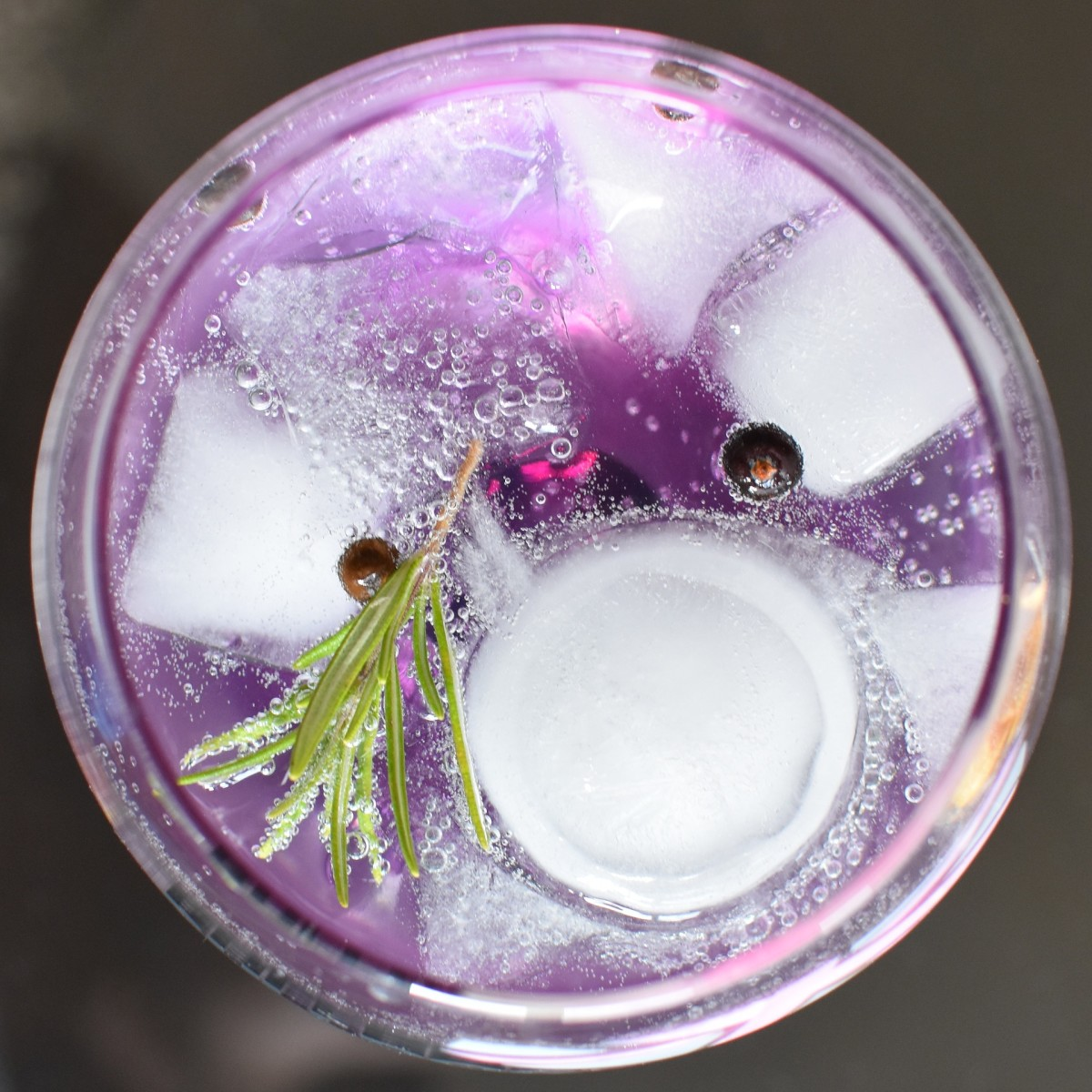 A striking gin-tonic made with purple gin and juniper berries