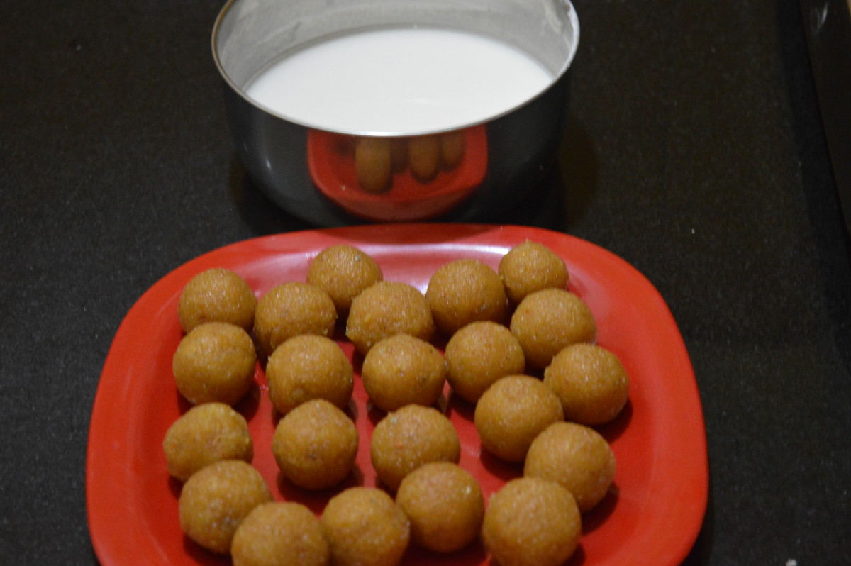 Step six: balls ready to dip in rice flour-maida batter