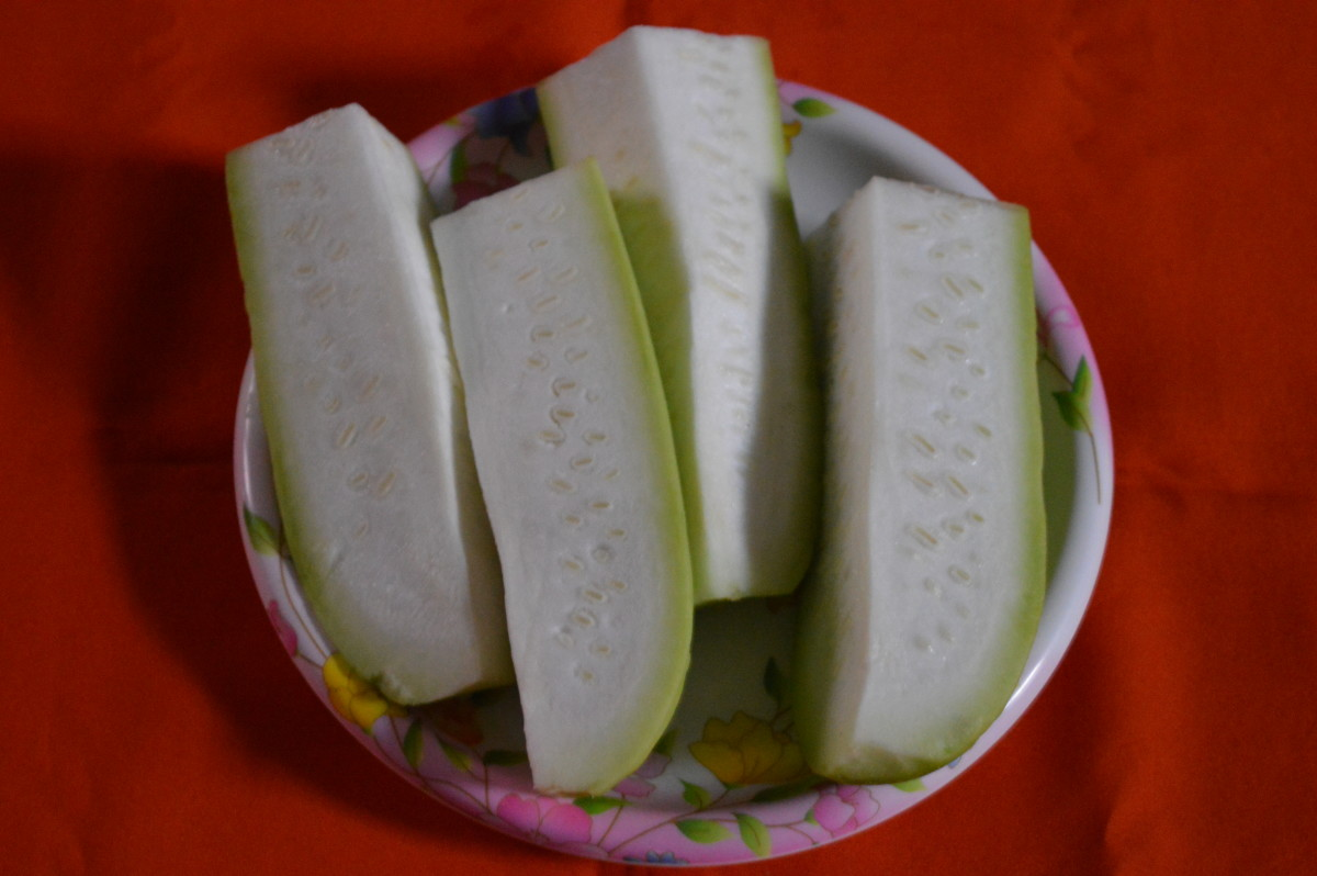 remove bottle gourd skin and cut in pieces for grating