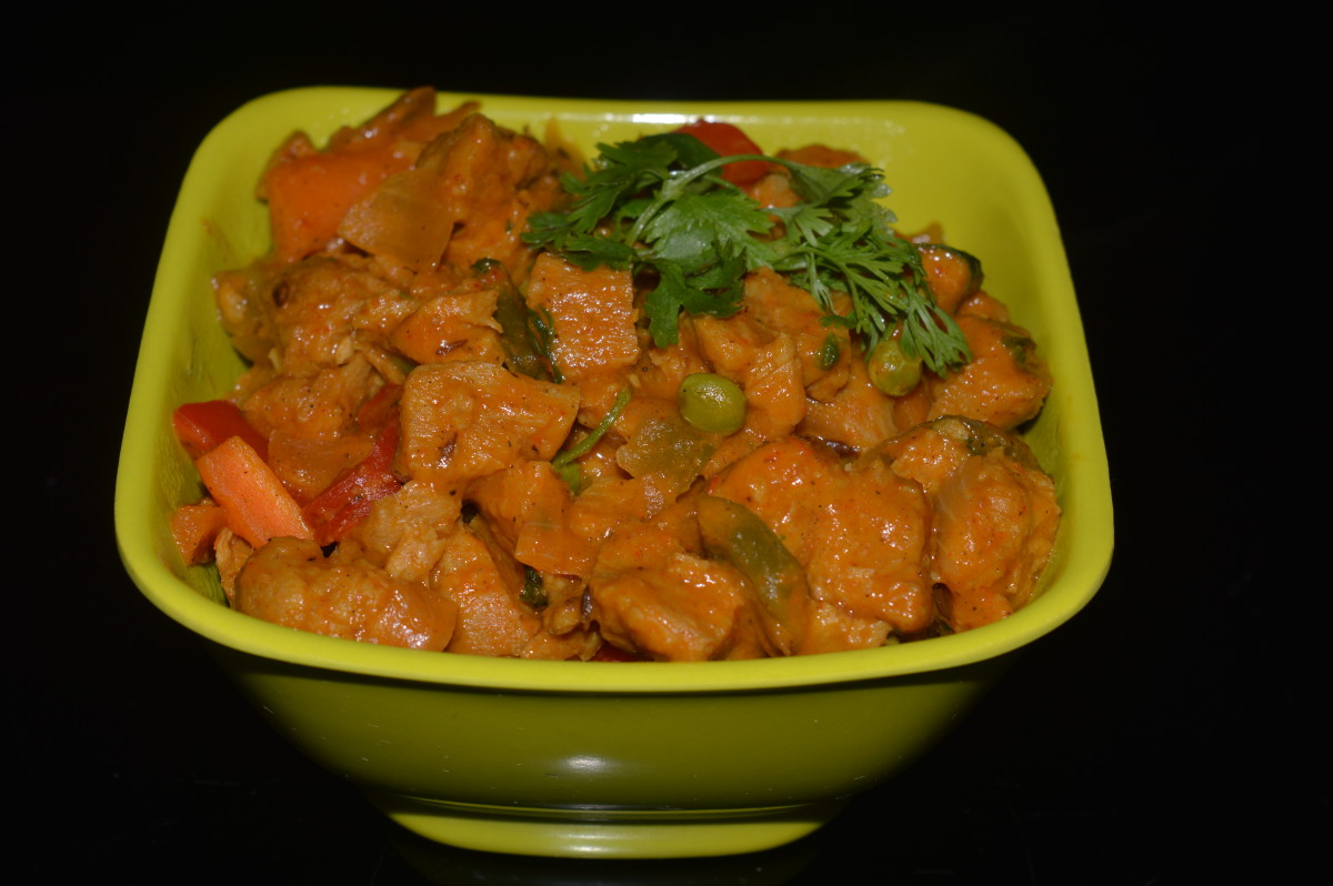 Step nine: Serve soya chunks vegetables curry with roti, pancakes or with mild spicy rice dish. Enjoy eating!