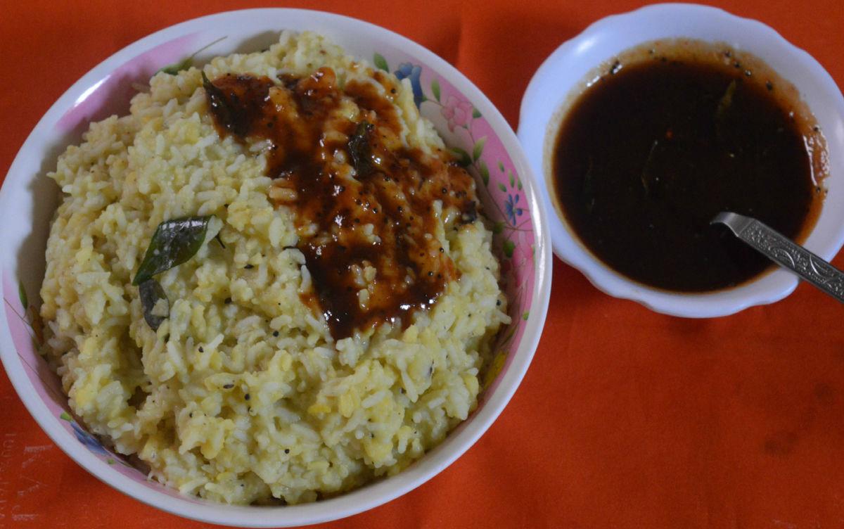 Serve khara pongal with tamarind and jaggery chutney.