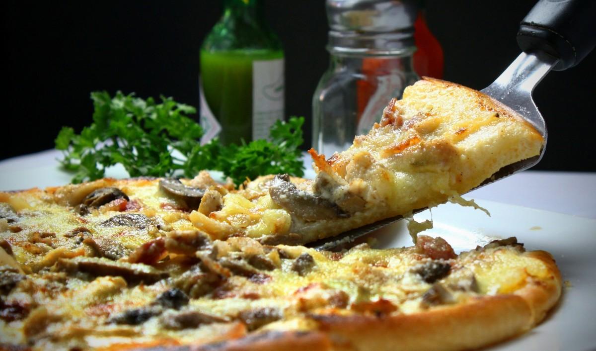 pesto garlic chicken pizza