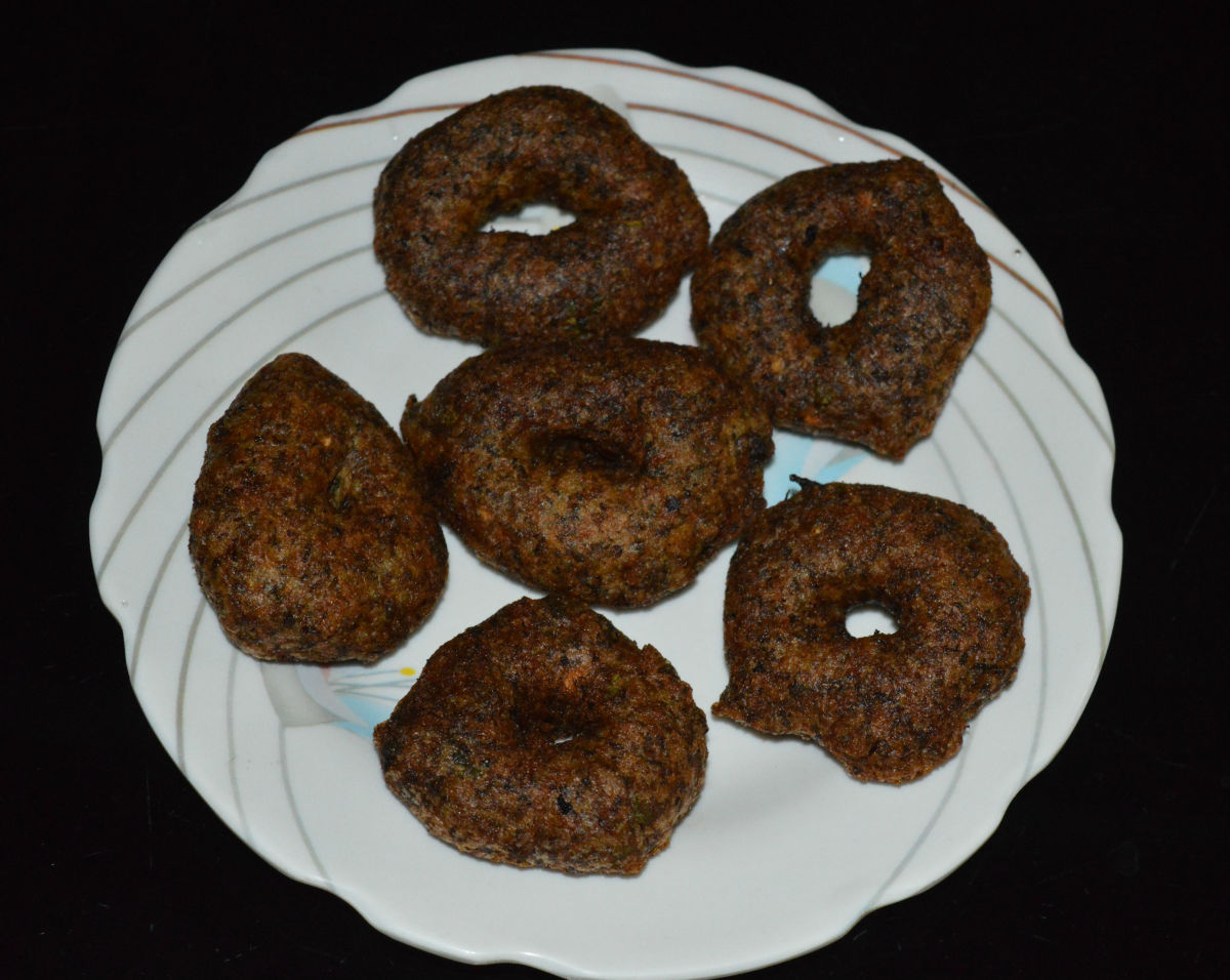 Vadas/fritters made of whole black lentil with skin