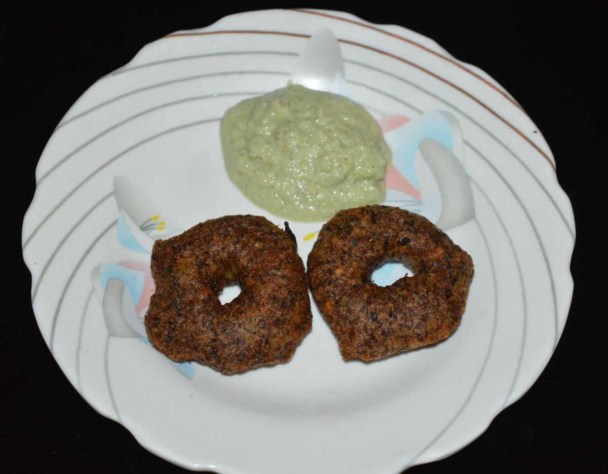 Step four: Serve hot vadas with coconut chutney/sauce. Enjoy!