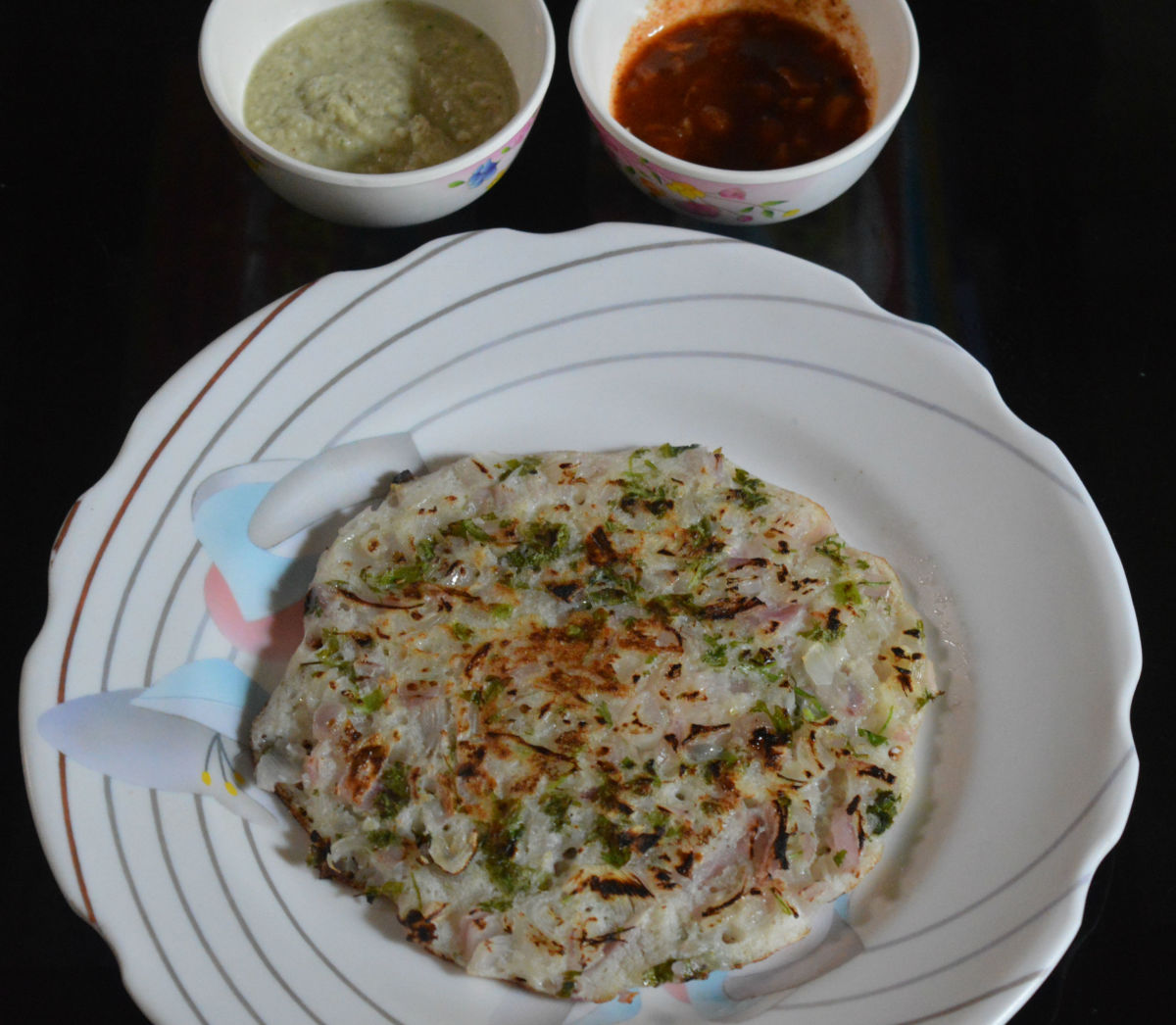 Step four: Serve hot pancake with coconut chutney. Enjoy eating crunchy onion pancake!