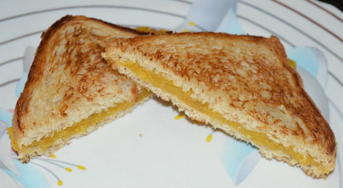 Enjoy this sweet plantain sandwich!