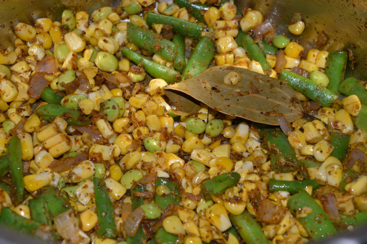 Step four: Add corn and hyacinth beans. Stir cook for 3-4 minutes.