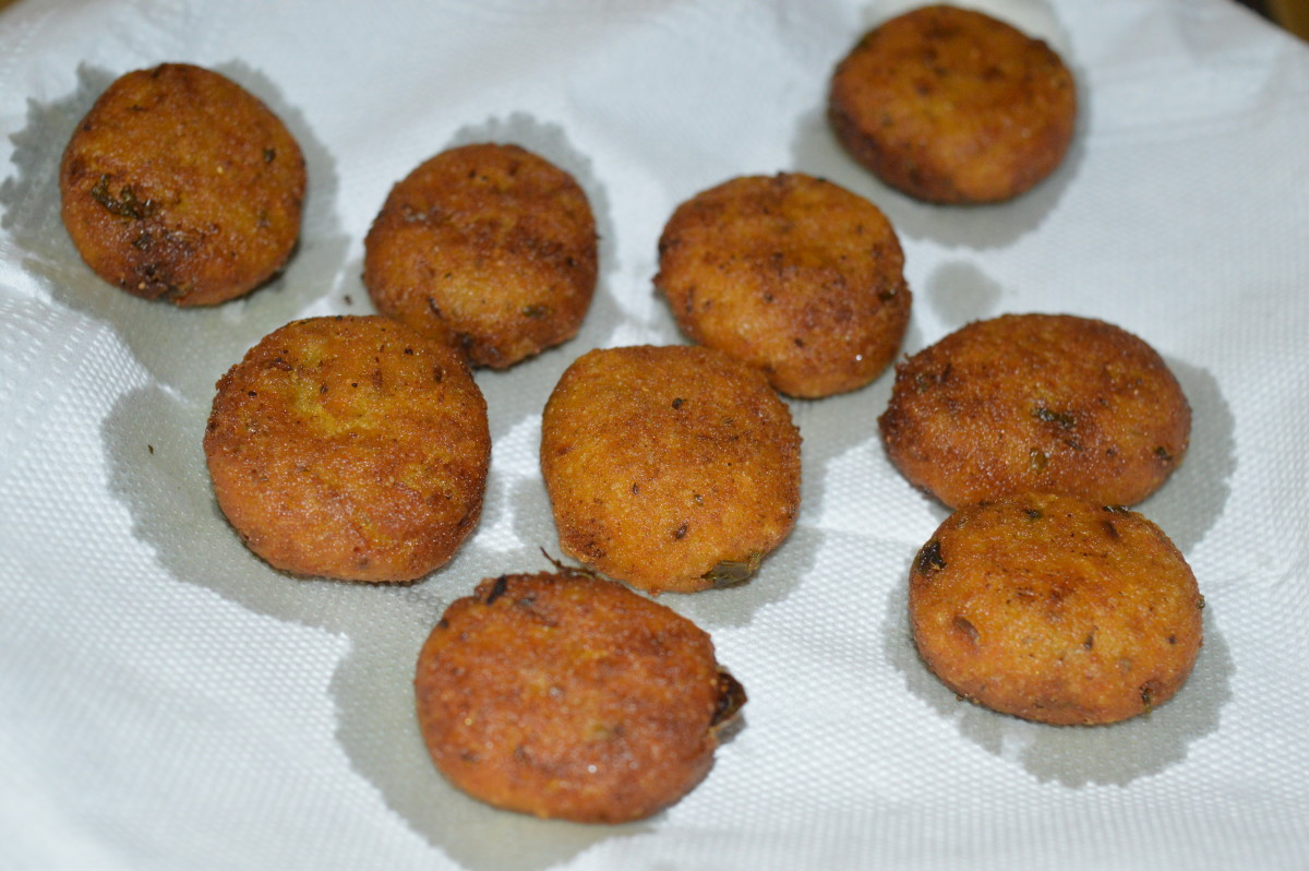 Gram flour and semolina snacks