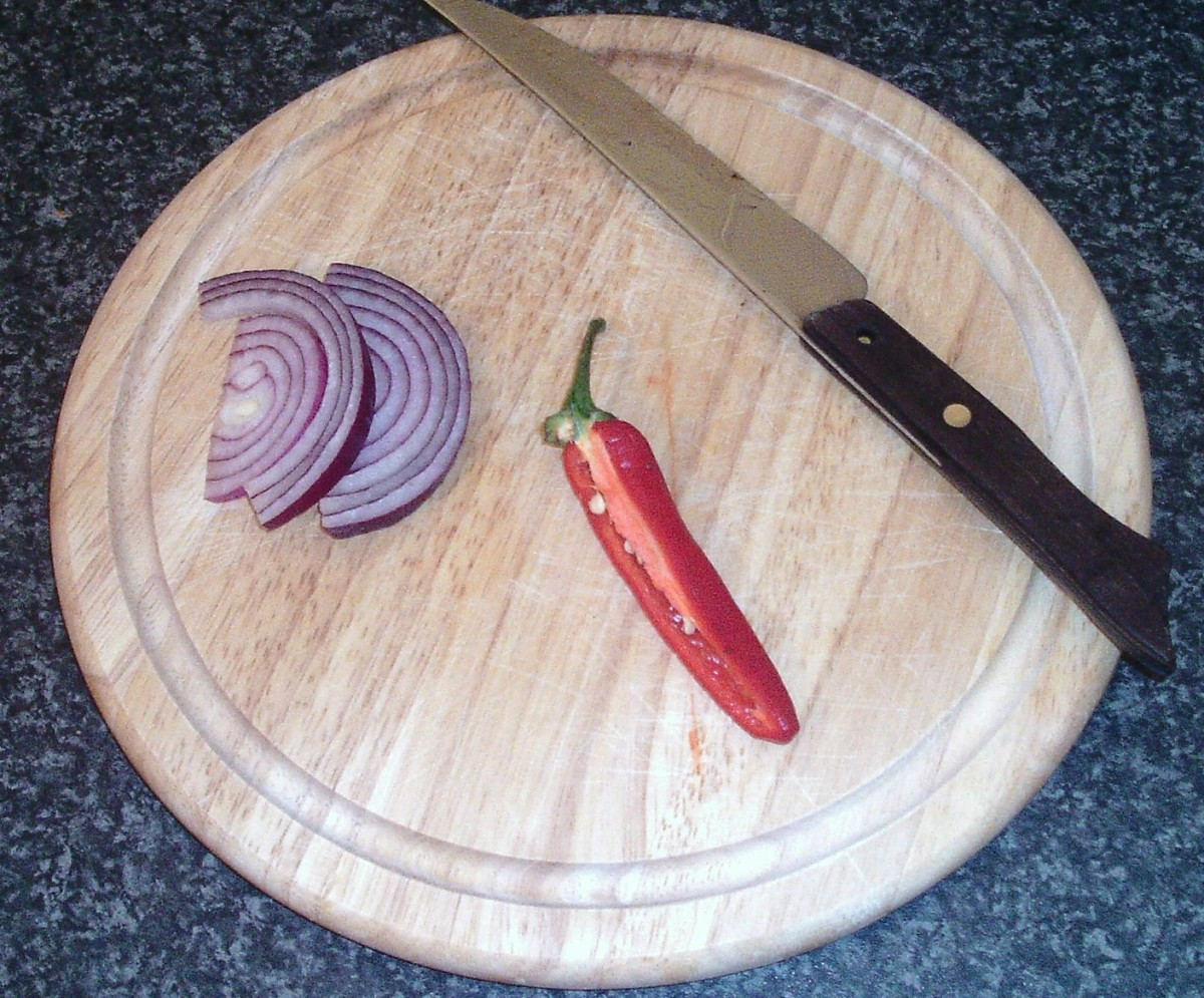 Red onion slices and chilli half