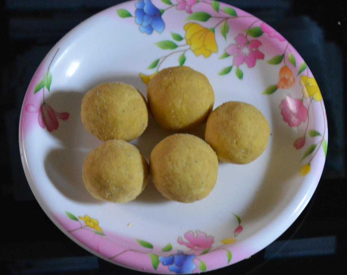 Gram flour sweet balls or besan ladoo