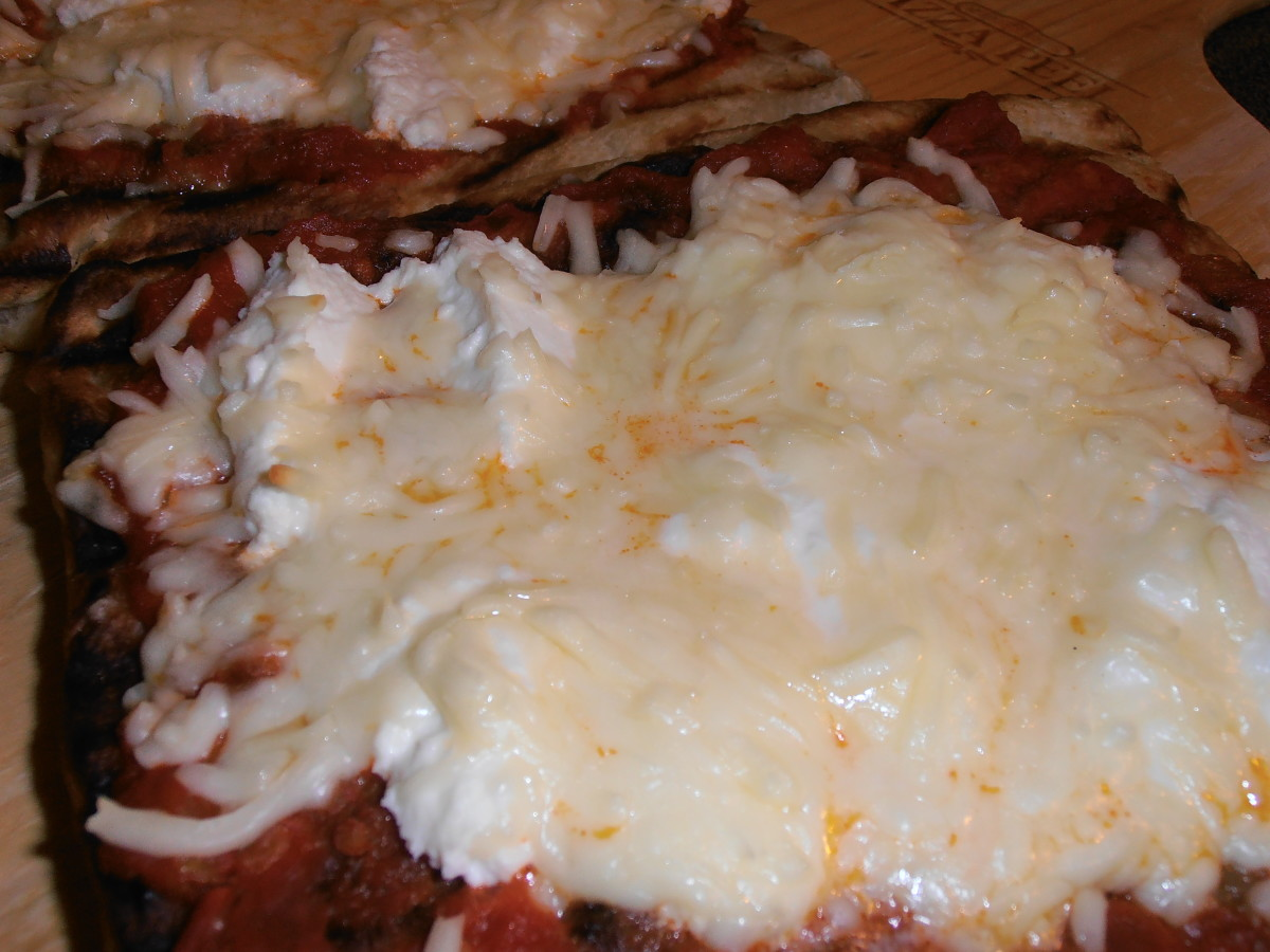 Ricotta with meat sauce pizza!