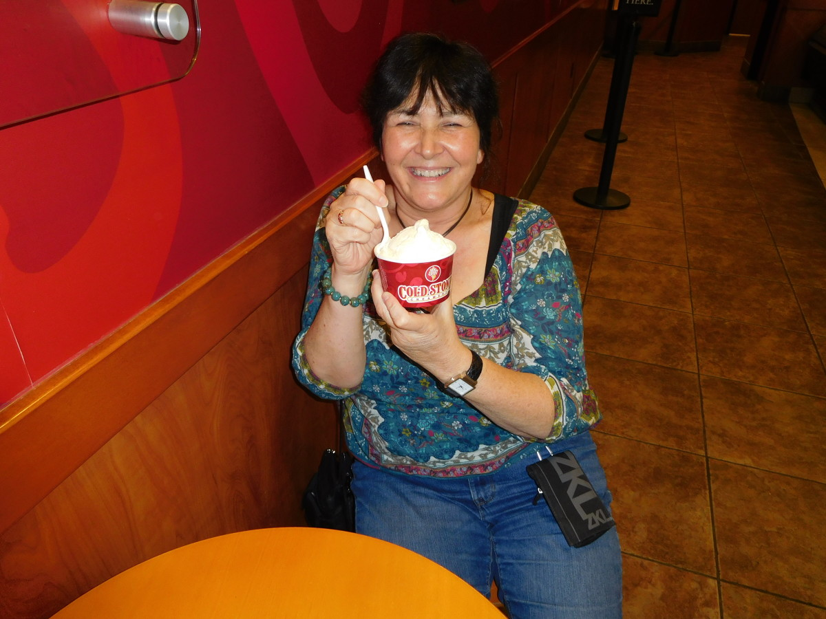Here I am enjoying my free birthday ice cream at Coldstone Creamery! The end to a wonderful day of free food!