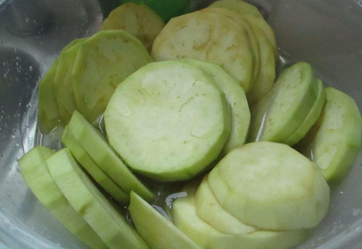 Peeled eggplant in lemon water.
