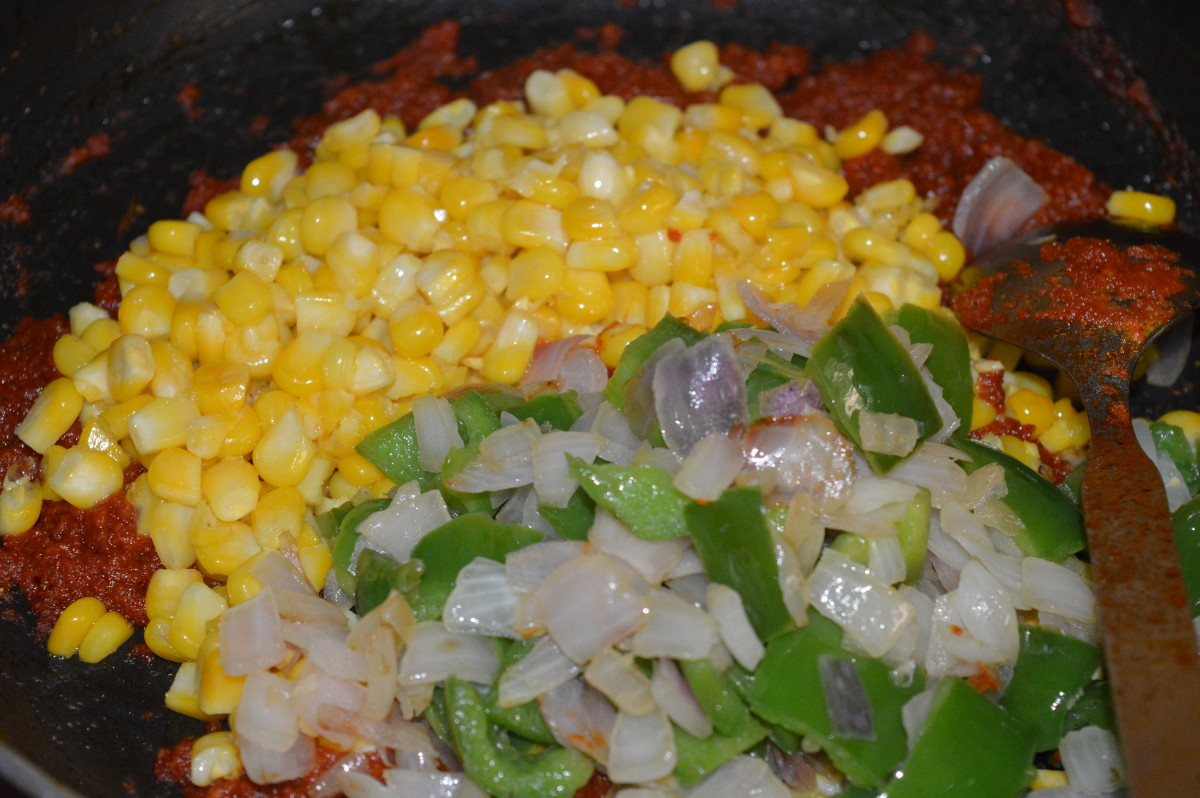 Step eight: Add cooked corn, onions, and capsicum. Stir-fry for a minute.