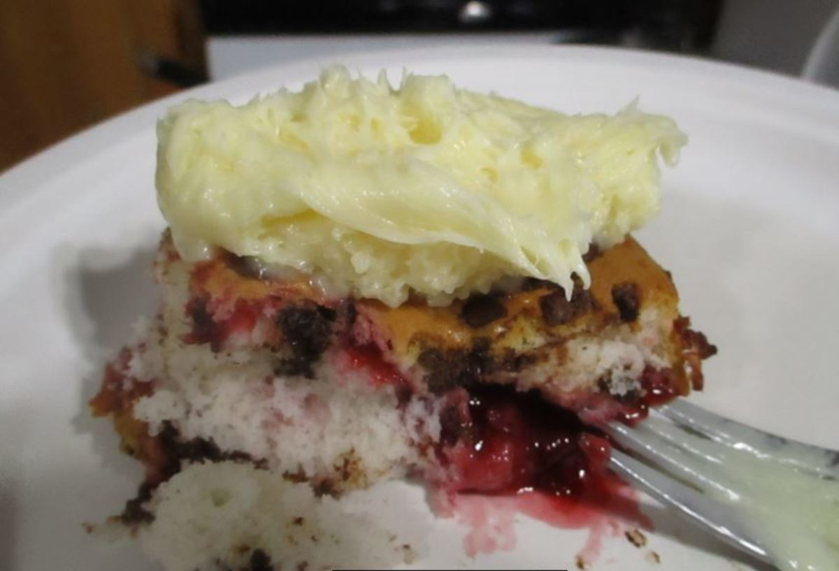 Minnesota Cooking: Raspberry & Chocolate Pie Filling Cake Bars