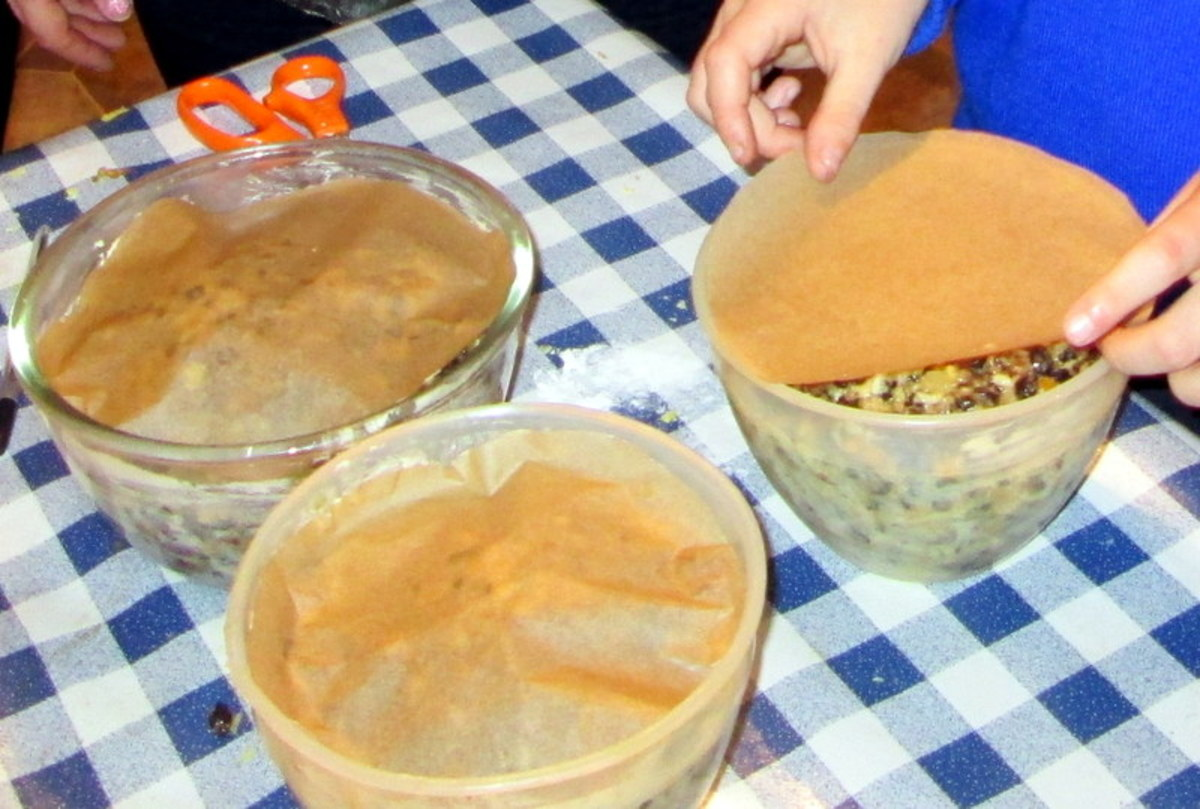 Place the cut-out paper into the bowls so that the paper covers the mixture.