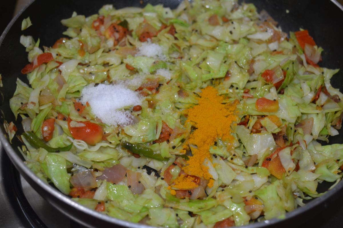 Step five: Add salt and turmeric powder. Mix well.