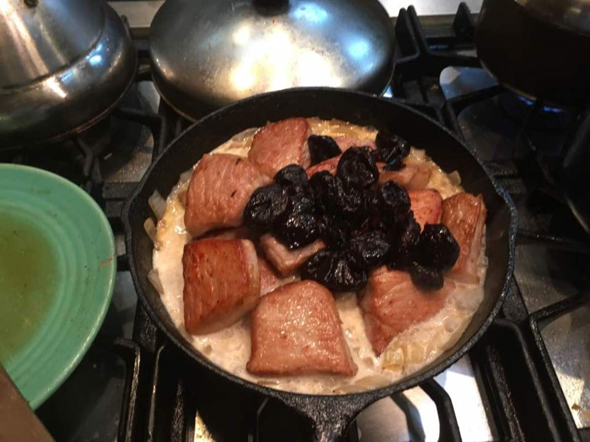 Meat and prunes, before the prunes are mixed in.