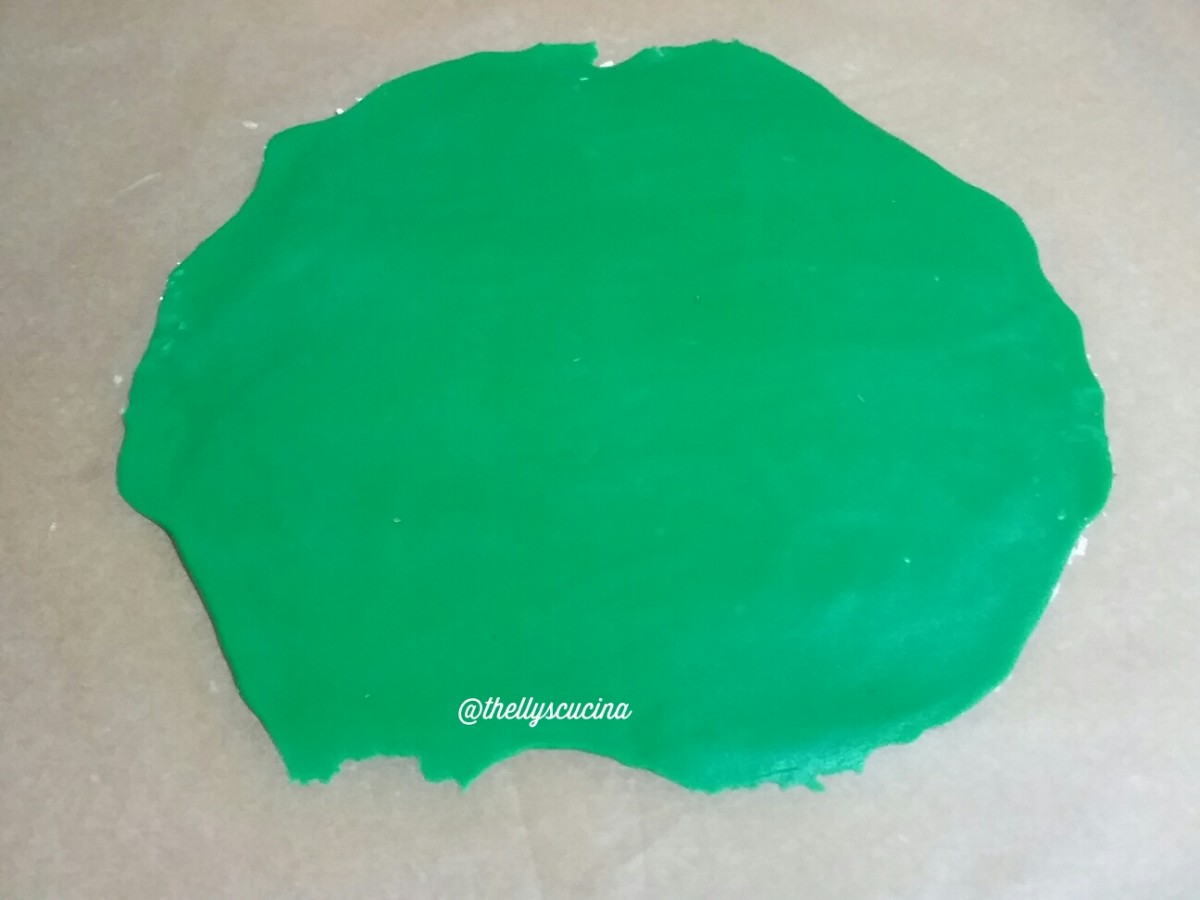 This is the green royal icing I have bought in the shop. I flattened it to cover the top of the sponge cake.