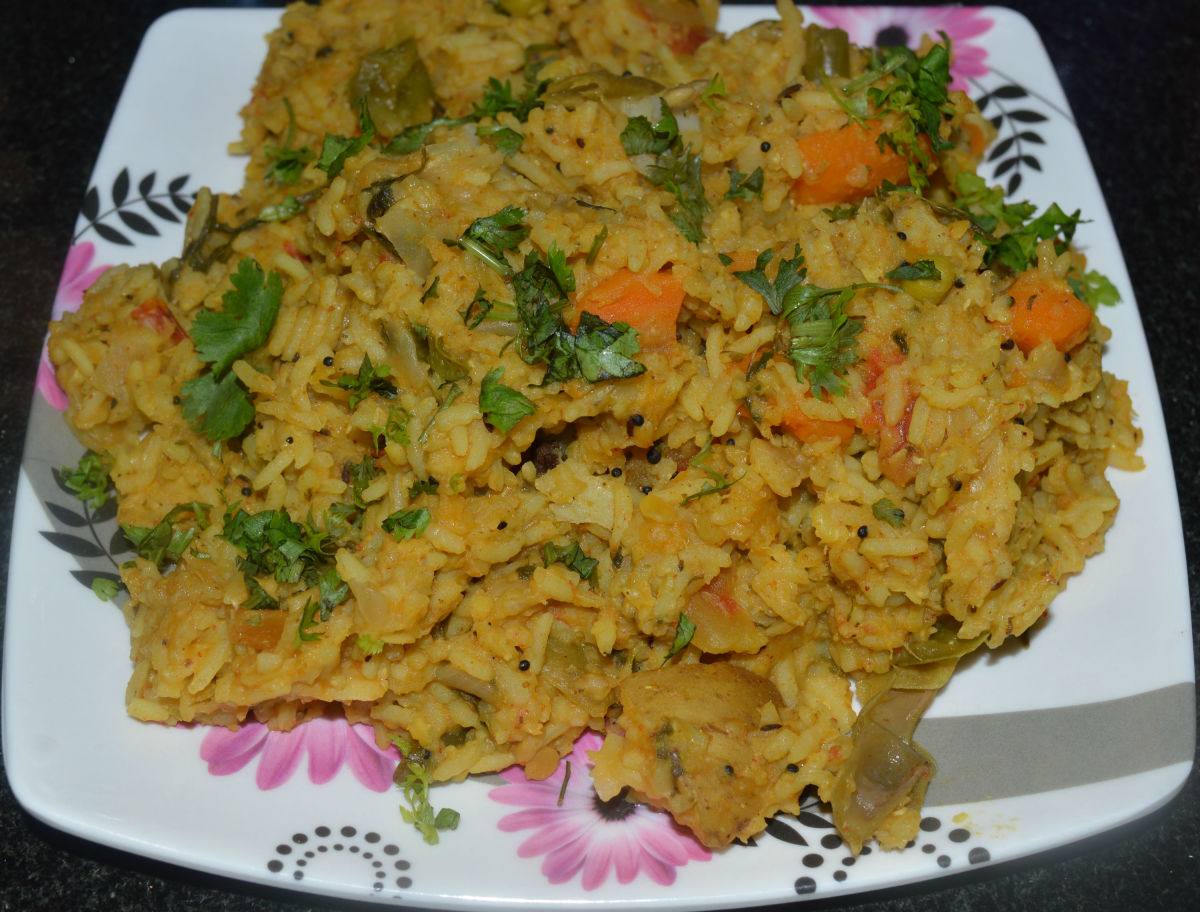 Serve hot khichdi with a teaspoon of ghee on top. Serve with a yogurt side dish or raita on the side. Enjoy!