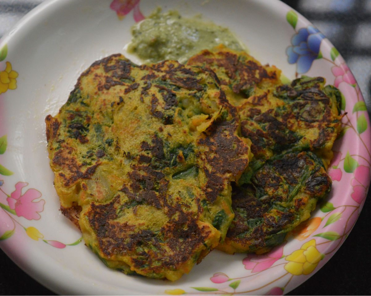 Step seven: Serve hot savory vegetable pancakes with a spicy coriander chutney or tomato sauce. Enjoy the taste