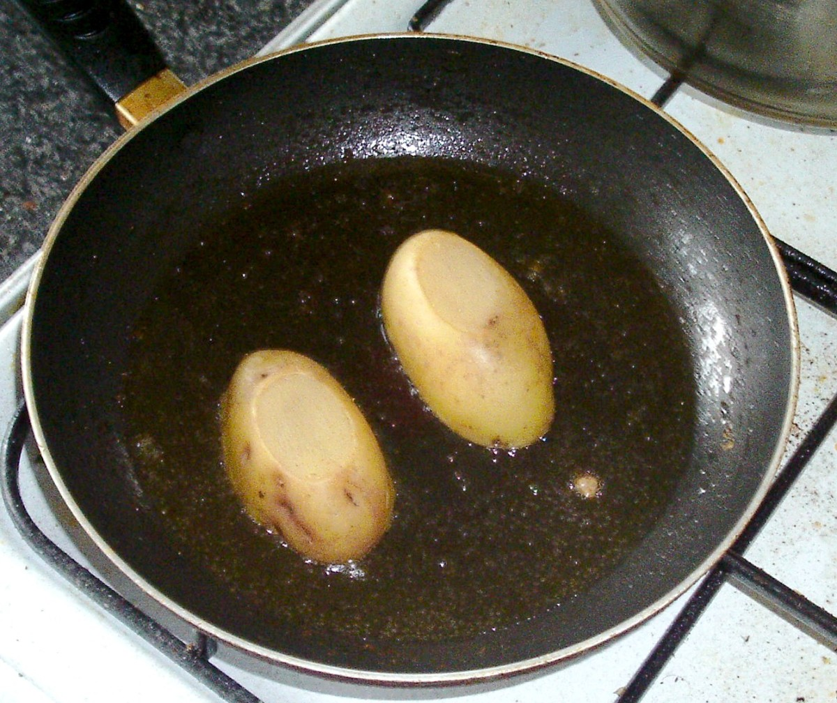 Cooled potato halves are fried on both sides