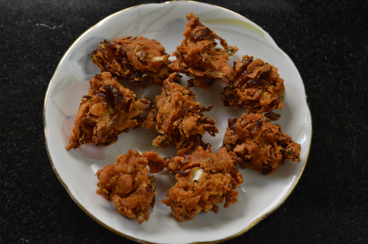 Serve hot or warm pakoras with a cup of hot coffee or tea. Enjoy the taste!