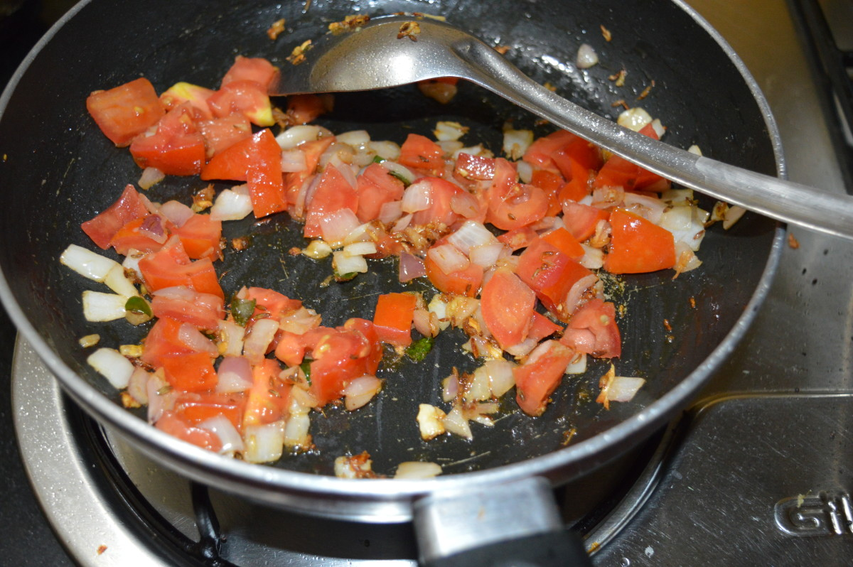 stir-cooked tomato and onion