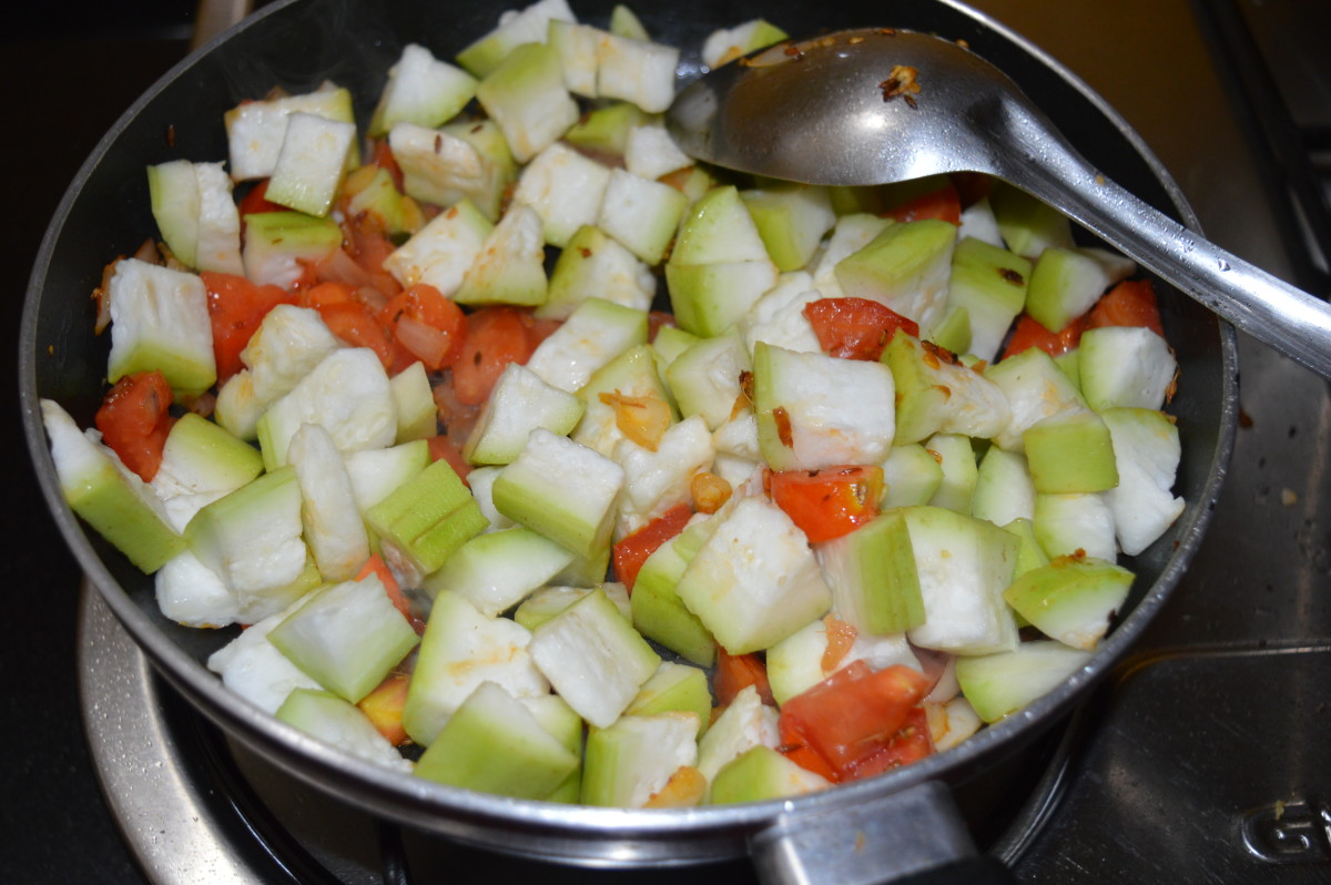 Step five: Add chopped bottle gourd. Throw in salt. Mix well. Stir-cook for 3-4 minutes.