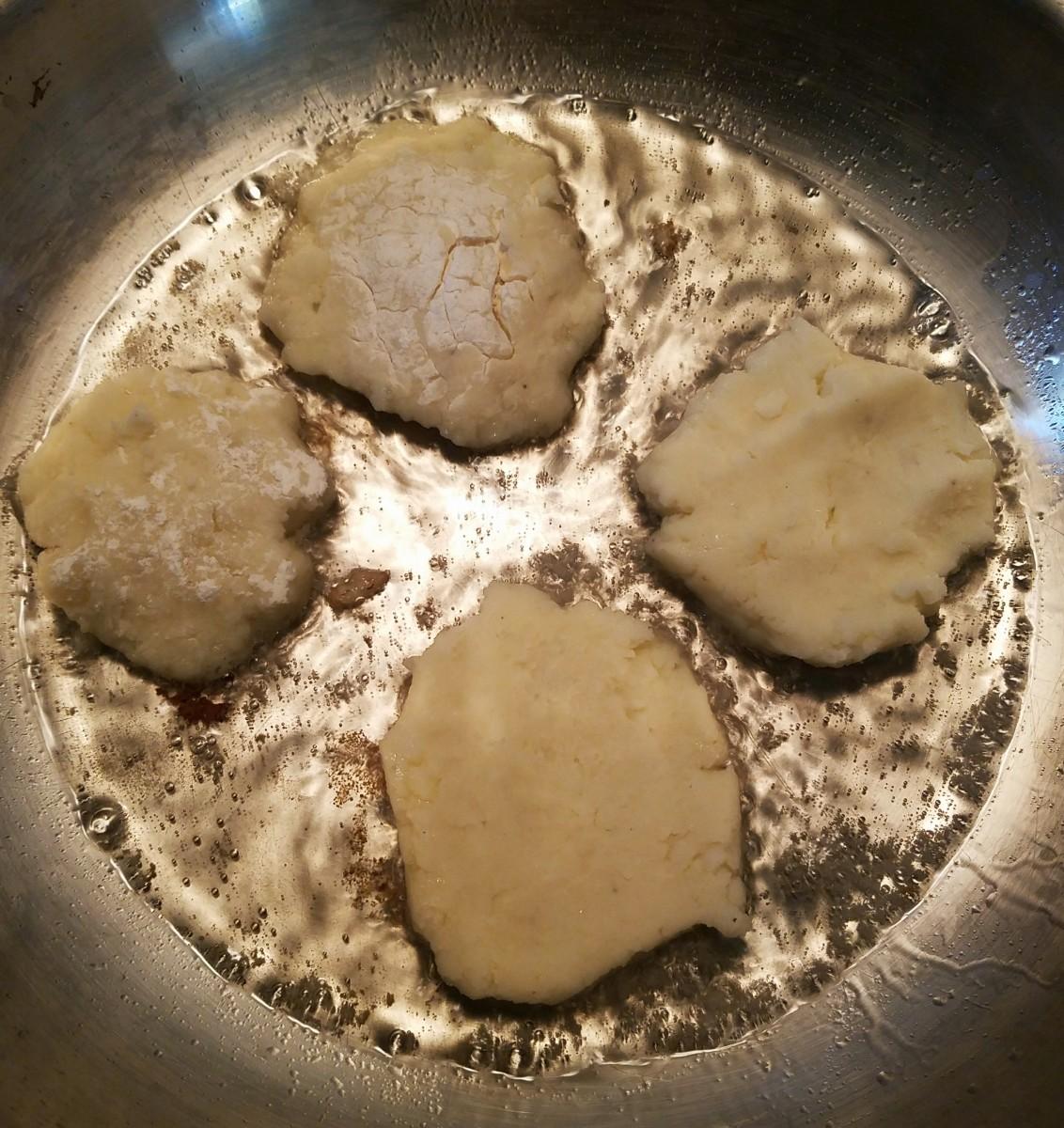 Fry in oil over medium heat.