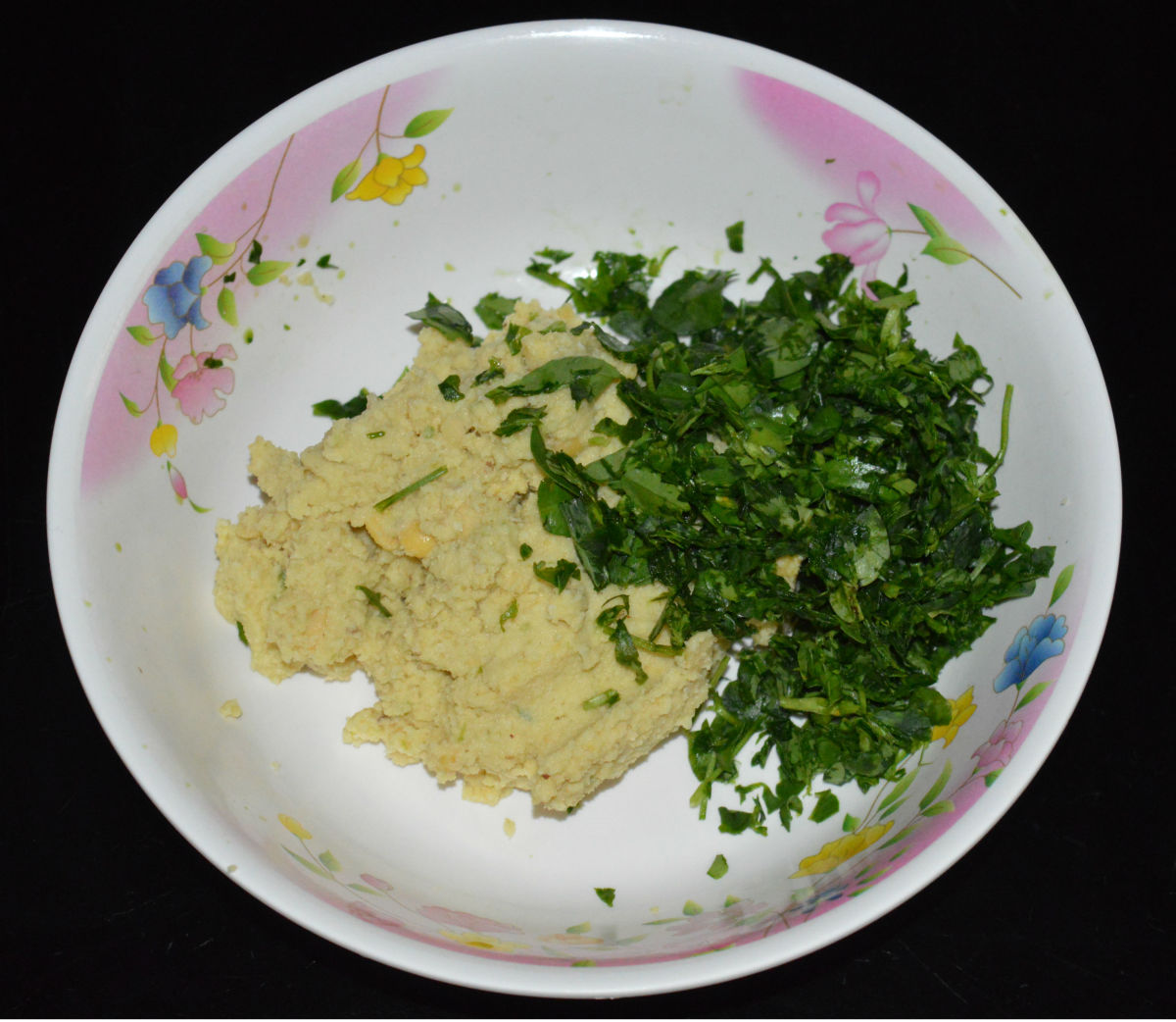 Step two: Collect the paste in a mixing bowl. Add chopped fenugreek leaves. Mix well.