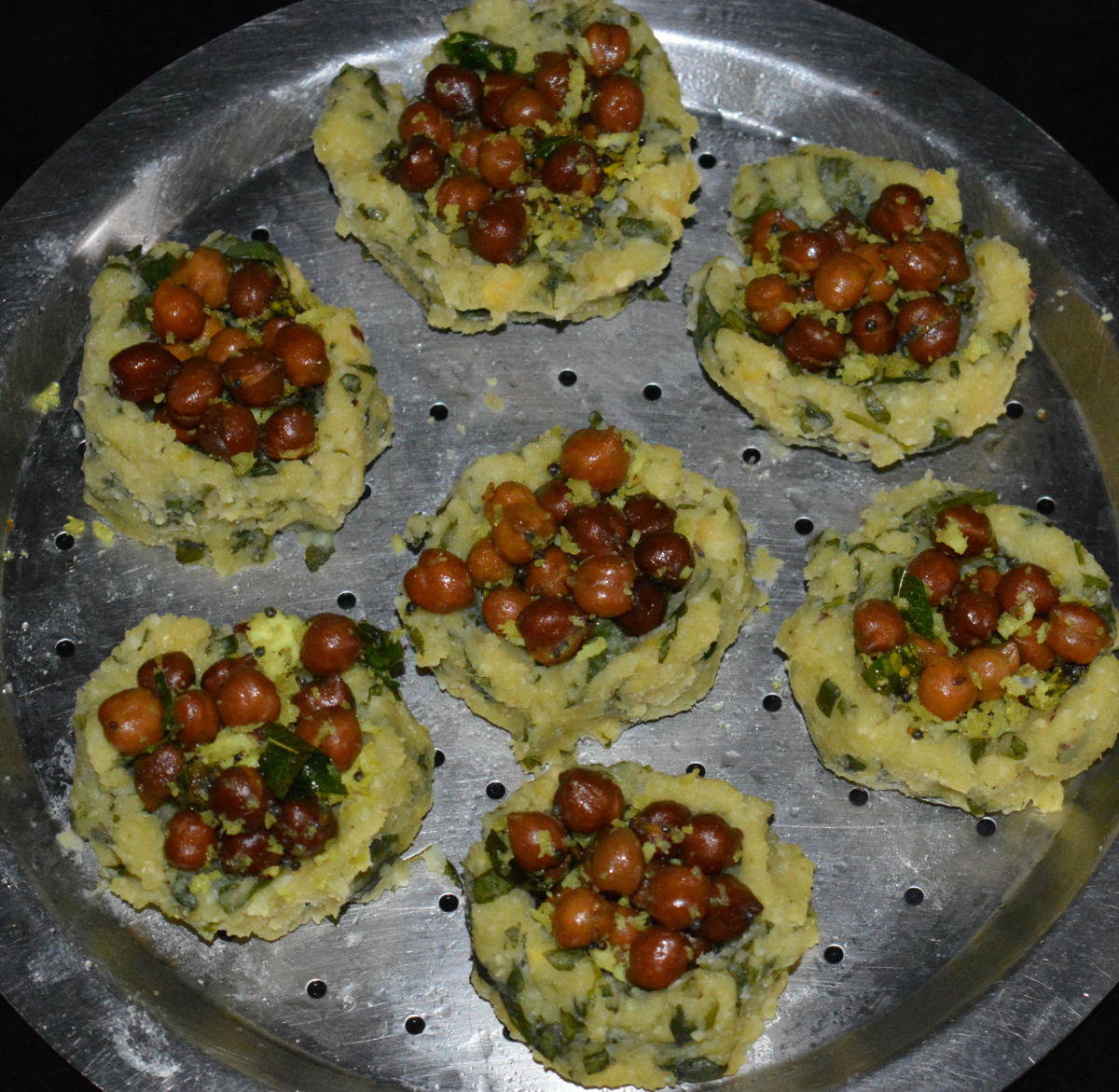These black chickpea baskets are so flavorful that they don't require additional sauce or dressing.