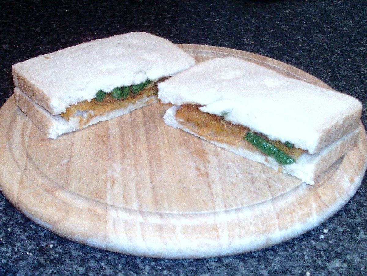 Cut fish fingers and green beans sandwich