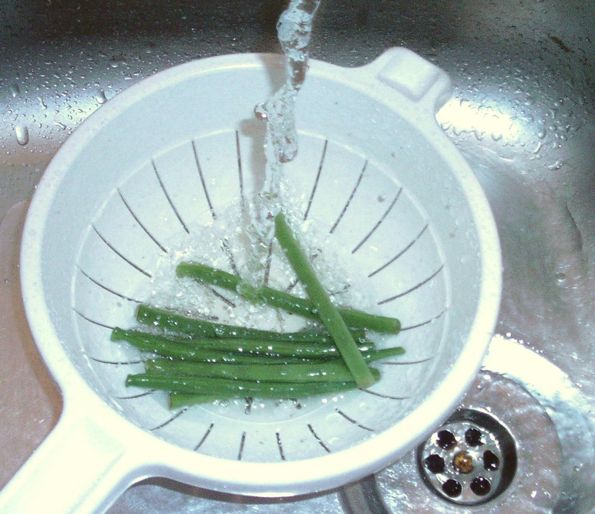 Washing green beans before cooking