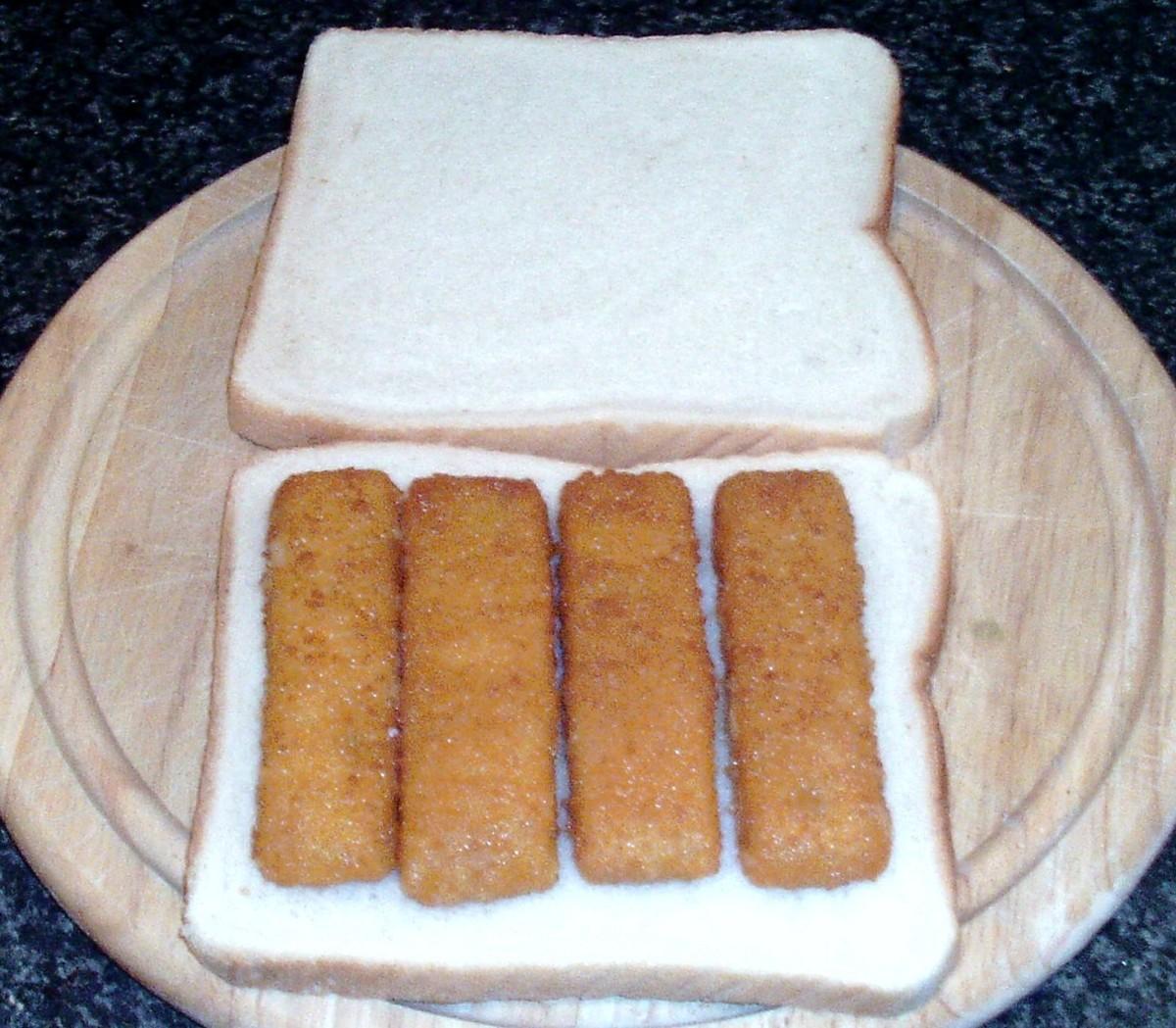 Fish fingers arranged on bread