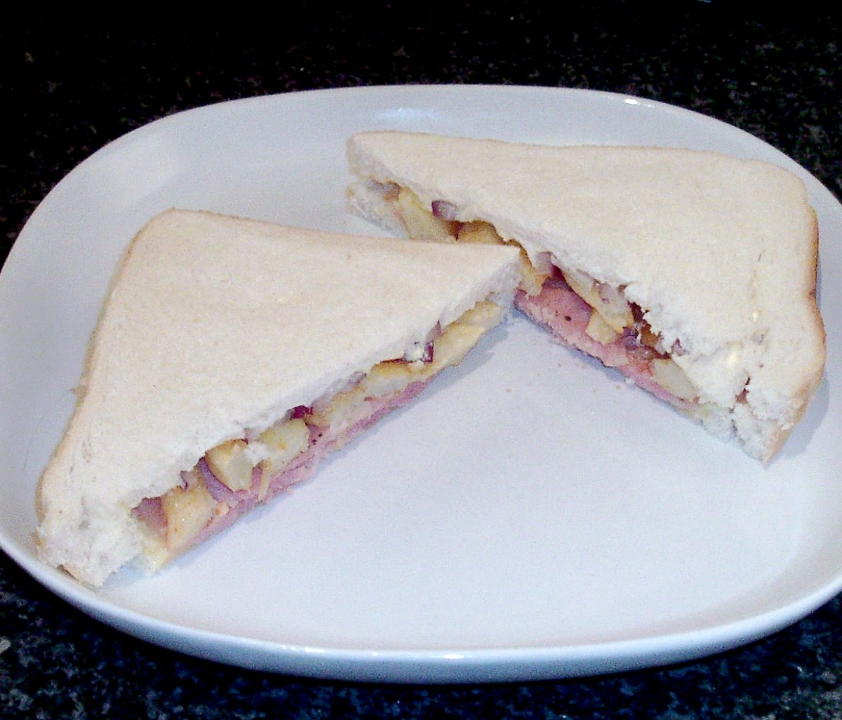 Paprika seasoned chips and bacon butty with red onion