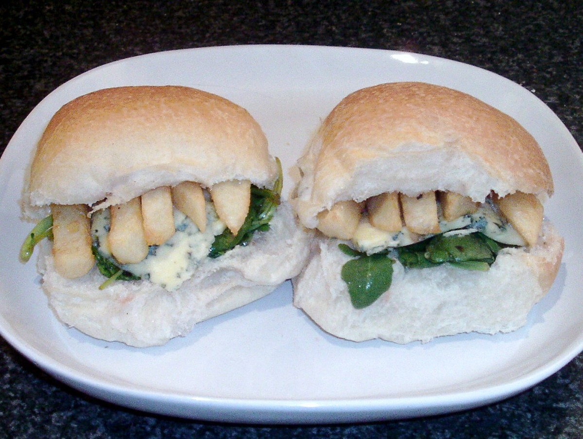 Blue cheese and redcurrant jelly seasoned salad chip butties