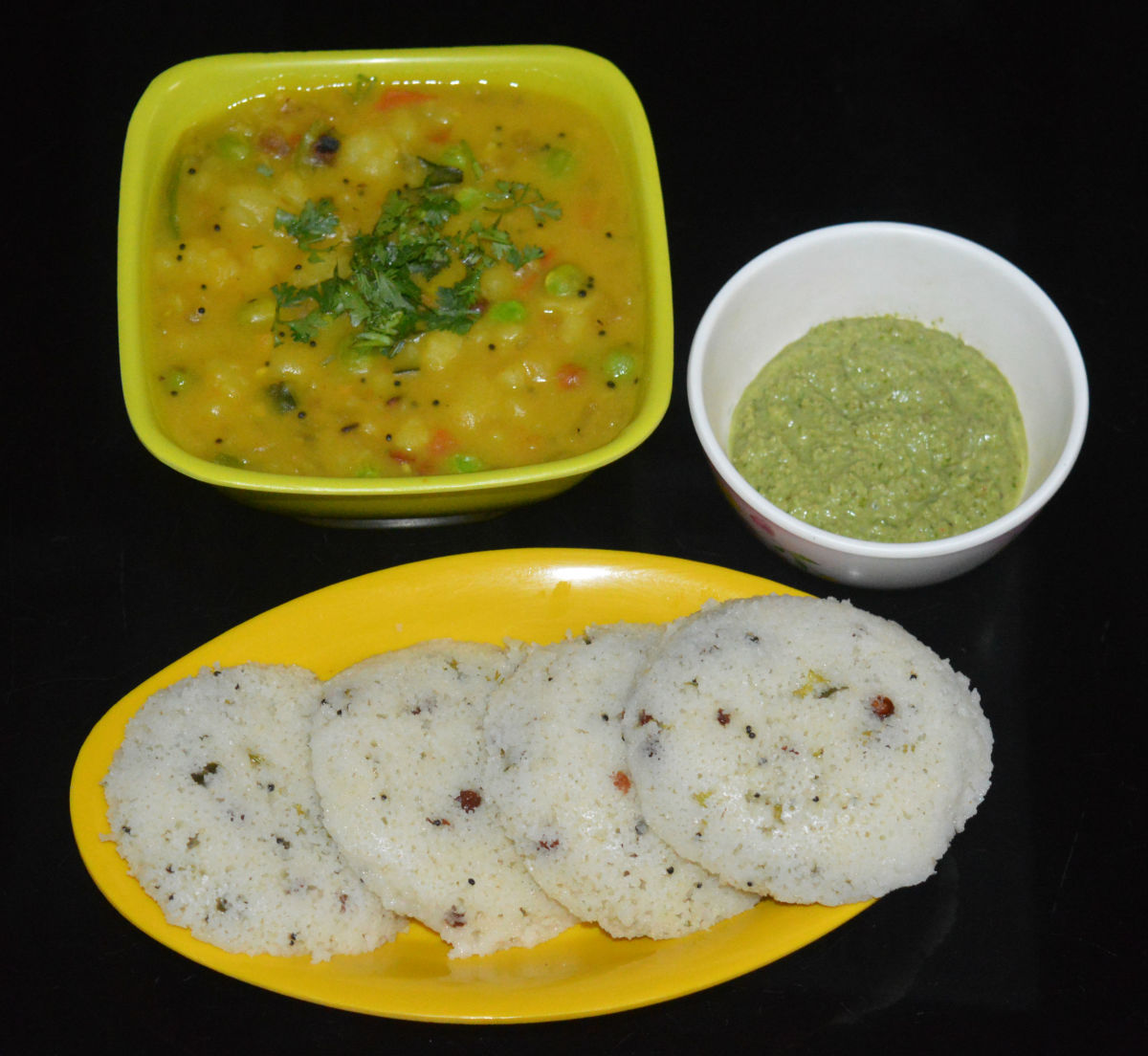 Serve 3-4 rava idlis in a plate with a spicy chutney. I served them with a vegetable sagu and a spicy chutney.