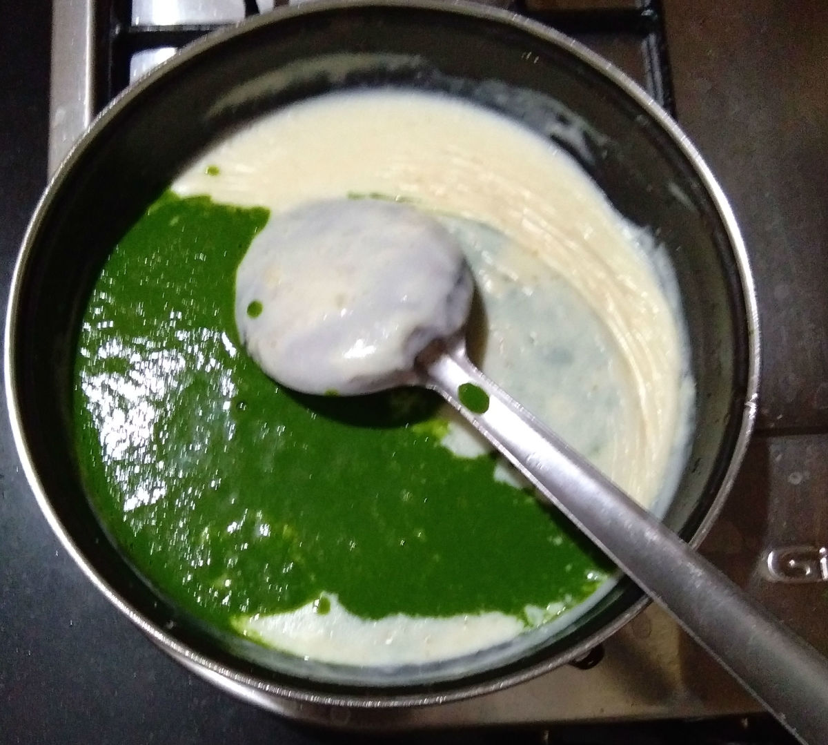 Step seven: Add the spinach puree. Mix well.