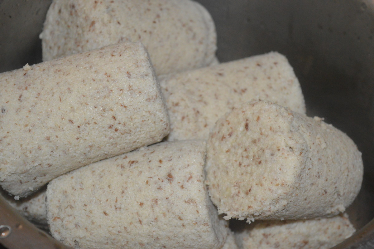 Hot, soft Huruli Kadubu/horse gram idli