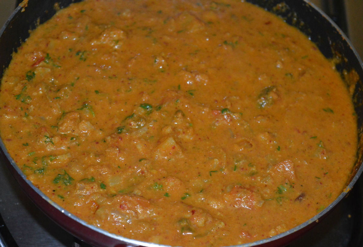 Your favorite mixed vegetables red curry is ready!