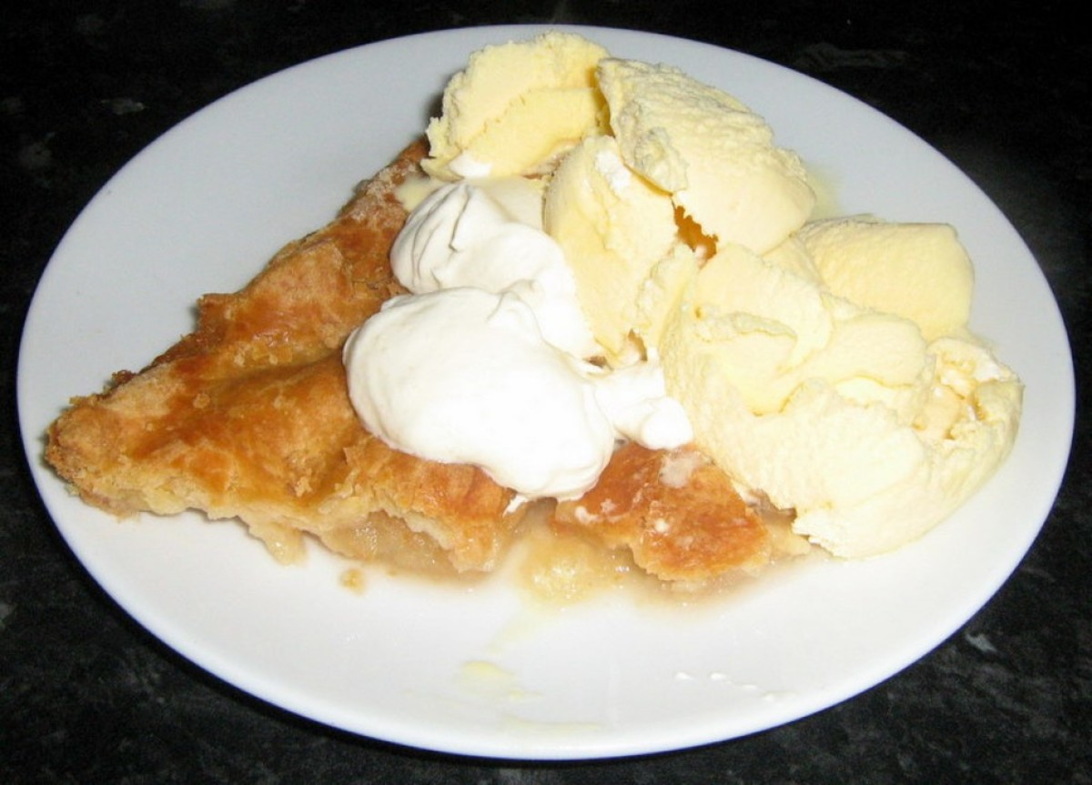 Learn how to make this Apple pie and cream at home.