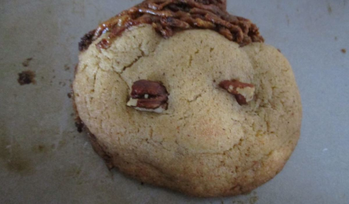 When the cookie starts to crack, it is done baking.