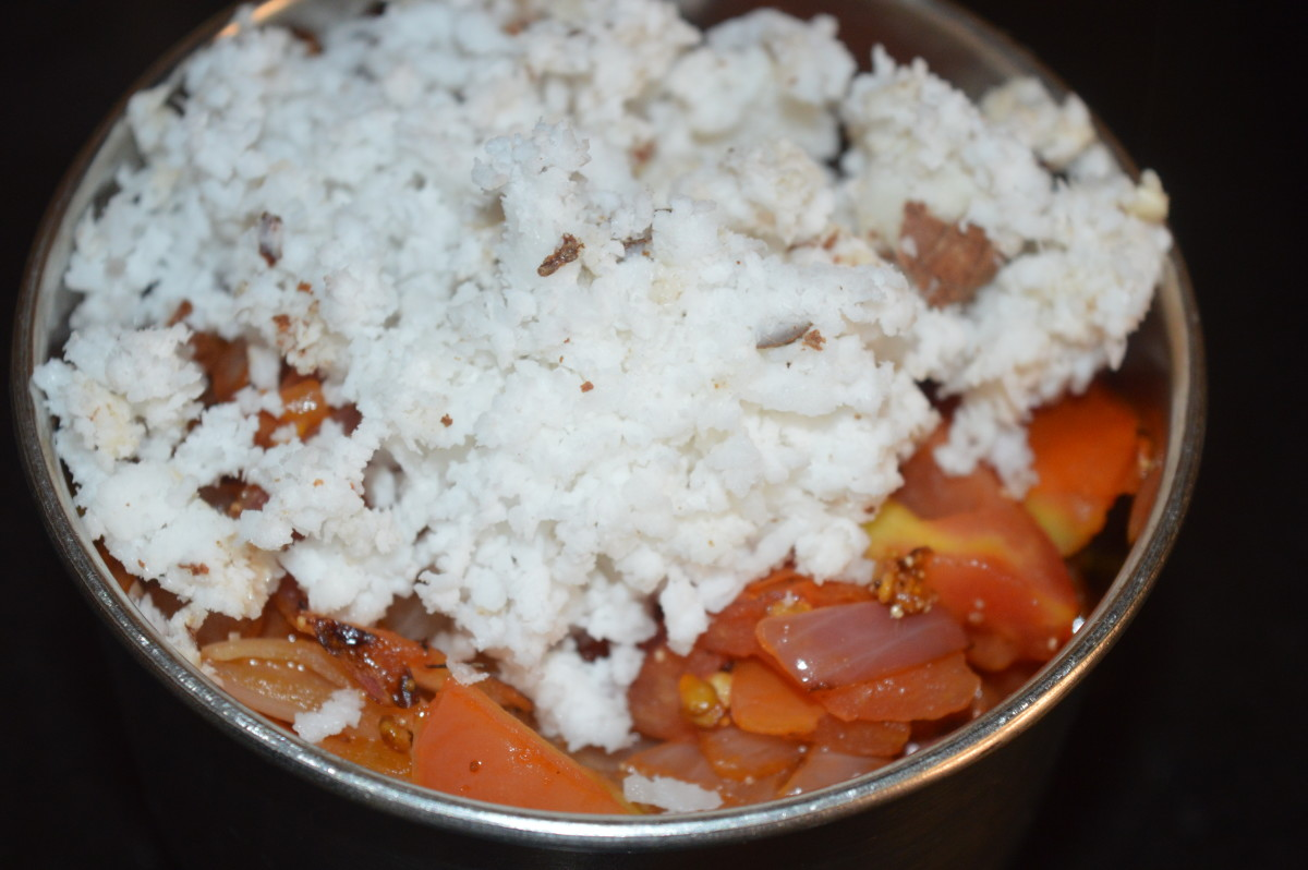 Step five: Add grated coconut. Grind the contents, adding enough water to get a smooth sauce.