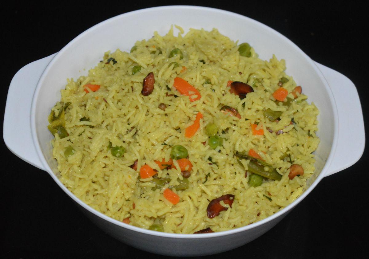 Vegetarian coconut pulao or coconut rice