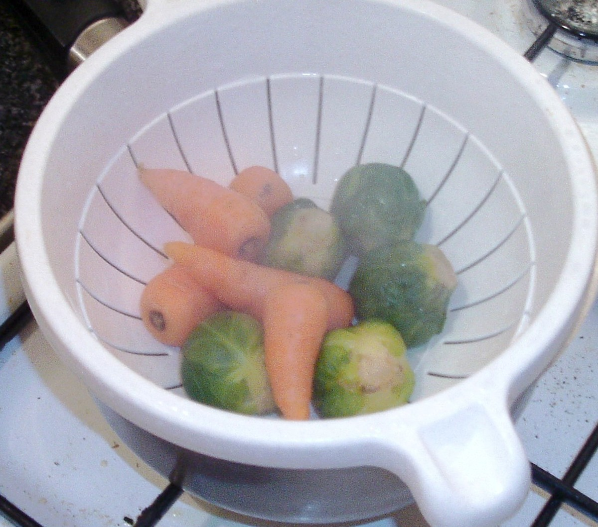 Sprouts and carrots are drained and set aside to cool